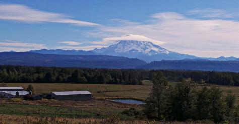Mount_Rainier_Cone_cloud_cover