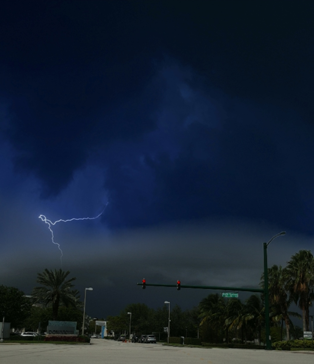 Lightning in palm beach gardens fl weather picture of - Weather palm beach gardens florida ...